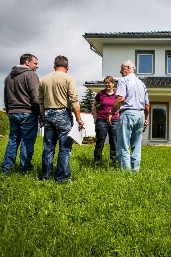 Maklerprovision: Sachverständiger Rat kann vor überteuerten Immobilienpreisen schützen, bei denen der Verkäuferanteil der Maklerkosten vorab auf den Kaufpreis umgelegt wurde.